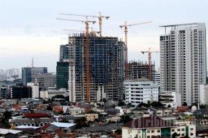 20131217_204756_gedung-bertingkat-di-tengah-perumahan-warga